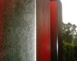 15 red columns detail